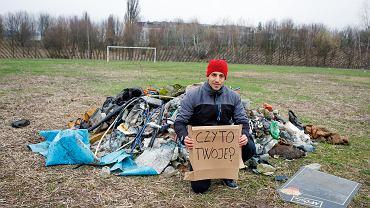Hiszpan Miquel Garau Ginard wstaje rano i sprząta śmieci w Poznaniu