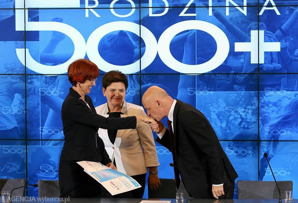 Minister rodziny Elżbieta Rafalska, premier Beata Szydło i minister finansów Paweł Szałamacha