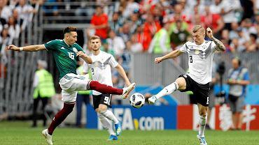 Hector Herrera (Meksyk) i Toni Kroos (Niemcy) podczas meczu mistrzostw świata w Rosji