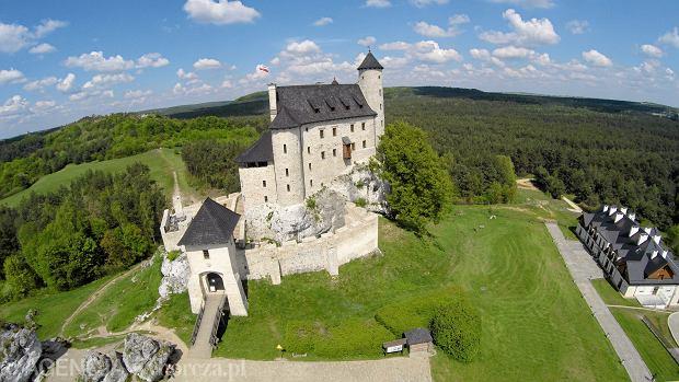 """Piękne zamki w Polsce, które można zwiedzać. Jeden z nich nazywany jest """"polskim Disneylandem"""""""