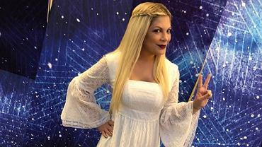 Tori Spelling gwiazda serialu Beverly Hills 90210 obrabia zdjęcia w photoshopie