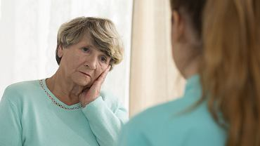 Obniżkę wieku emerytalnego najboleśniej odczują kobiety. Emerytura obecnej 40-latki może być niższa nawet o 40 proc.