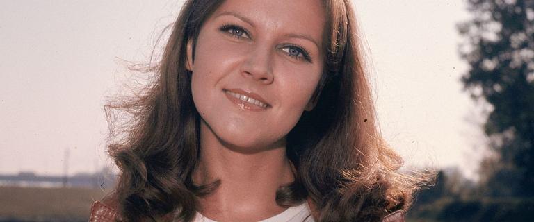 """Miała 27 lat, gdy po śmierci ukochanego wyskoczyła z okna. Fani """"Daleko od szosy"""" pamiętają ją do dziś"""