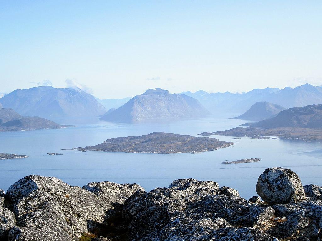 Grenlandia to w zdecydowanej większości bezludne przestrzenie pełne lodu, skał i surowego klimatu