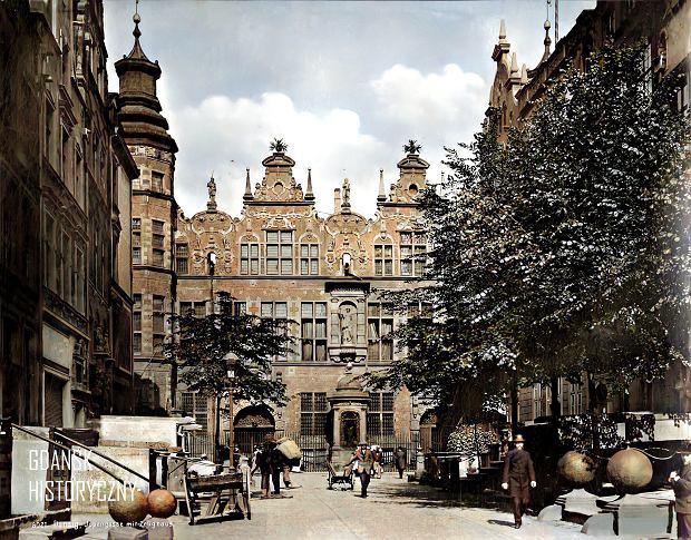 Zdjęcie numer 3 w galerii - Zdjęcia przedwojennego i powojennego Gdańska w kolorze. Zieleń drzew i czerwone cegły Bazyliki Mariackiej