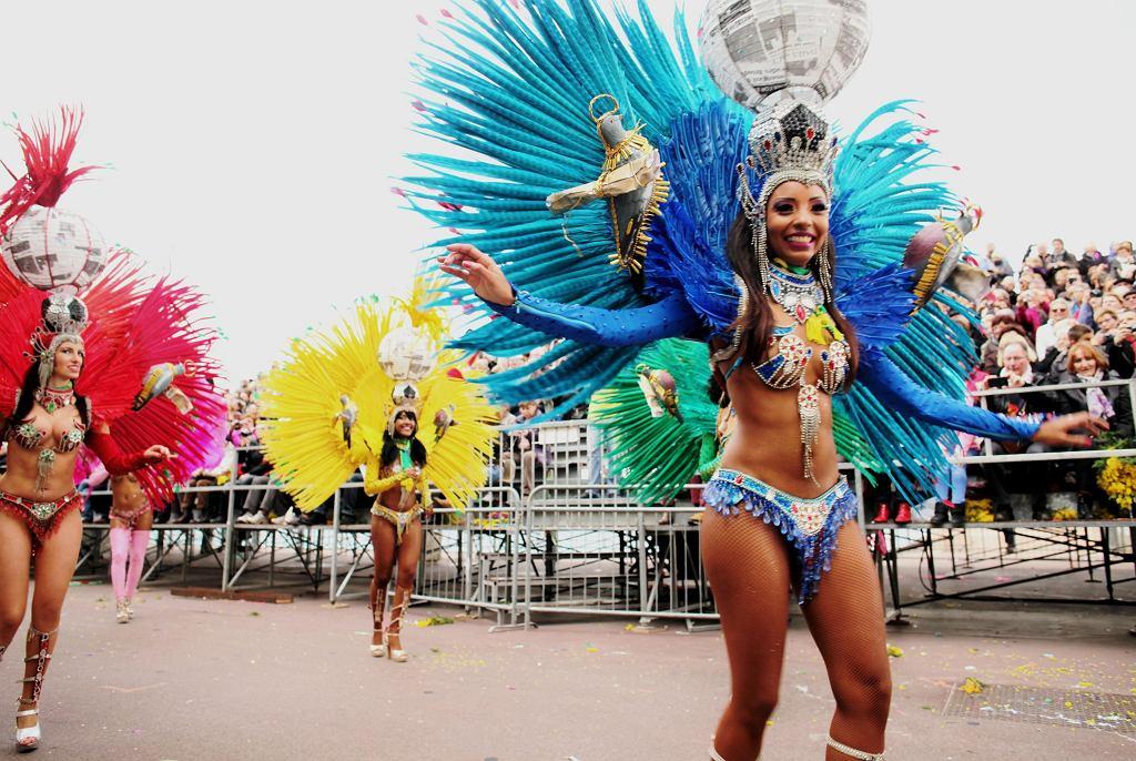 Grupa tancerek z Brazylii, które na południe Francji sprowadziły nieco atmosfery z karnawału w Rio de Janeiro.
