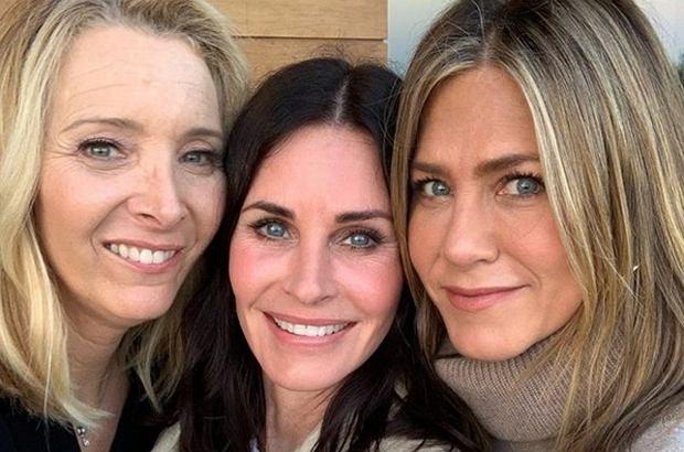 """W tym roku mija 25 lat od premiery kultowego serialu """"Przyjaciele"""". Największy sukces z obsady bez dwóch zdań osiągnęła Jennifer Aniston. Zobaczcie, jak zmieniała się przez lata."""