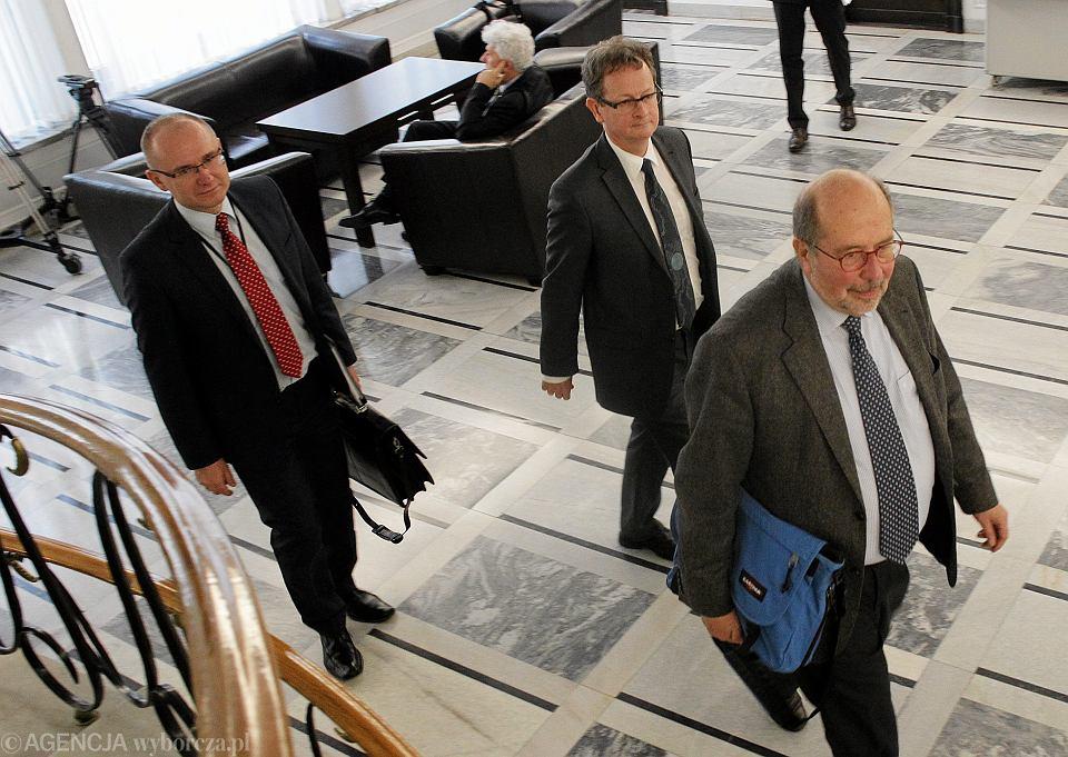 Przedstawiciele Komisji Weneckiej w drodze na spotkanie z przedstawicielami Senatu. 08.02.2016
