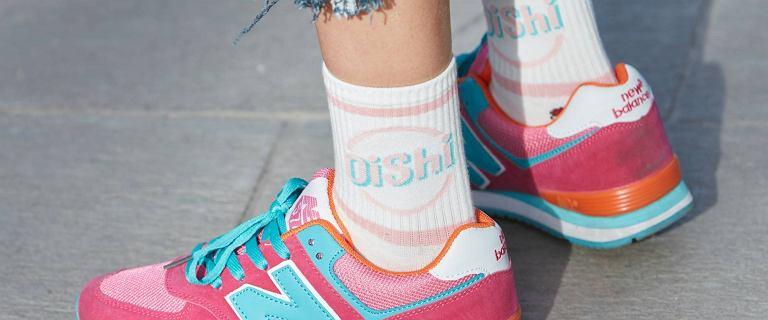 Adidasy na lato: najmodniejsze modele, które założysz do spodni i do sukienki