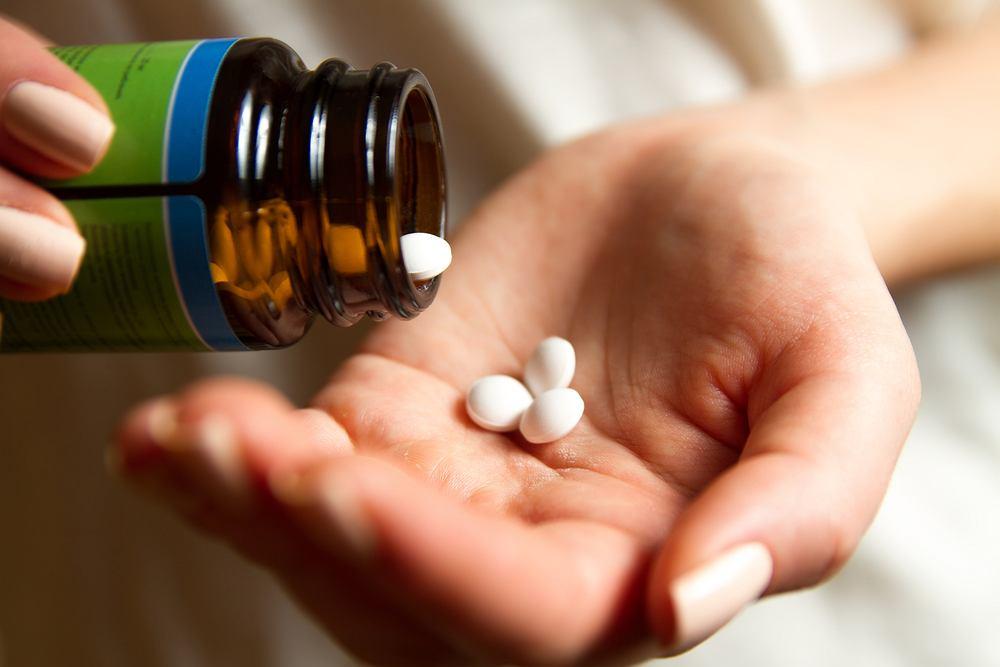 Lek w pigułce na COVID-19 dostępny jeszcze w tym roku - zapowiada szef firmy Pfizer