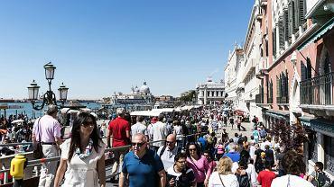 W Wenecji posypały się surowe kary dla turystów. Siedem osób zostało wydalonych z miasta