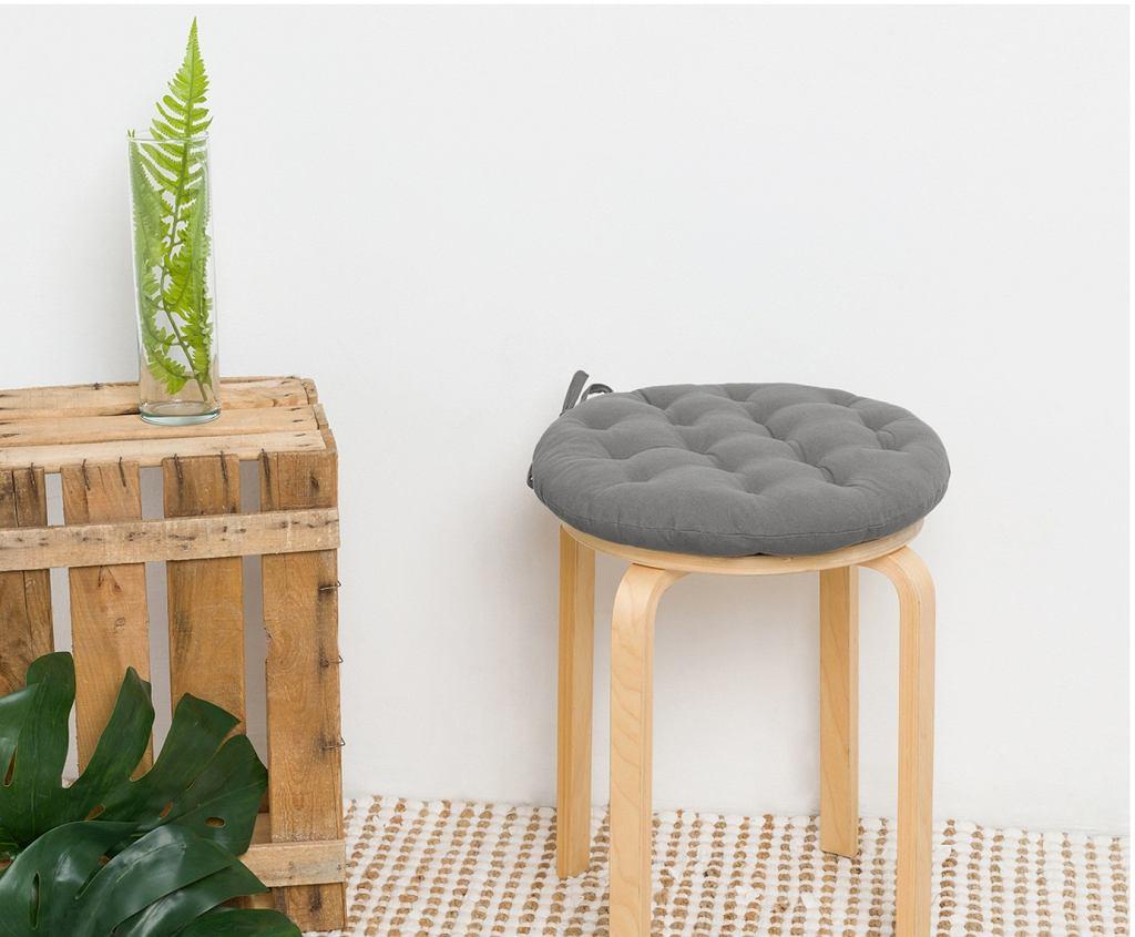 Szara poduszka zmieni zwykły taboret w modny element wyposażenia