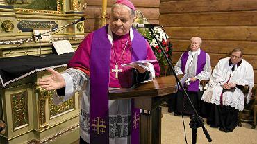 Biskup Tadeusz Rakoczy przez ponad 20 lat kierował diecezją bielsko-żywiecką. Watykan wszczął dochodzenie w sprawie tuszowania przez biskupa kościelnej pedofilii. Na zdjęciu bp Tadeusz Rakoczy w 2010 r.
