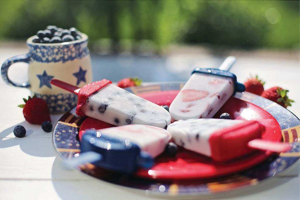 Ceramiczny talerz sprawdzi się także do podania lodów