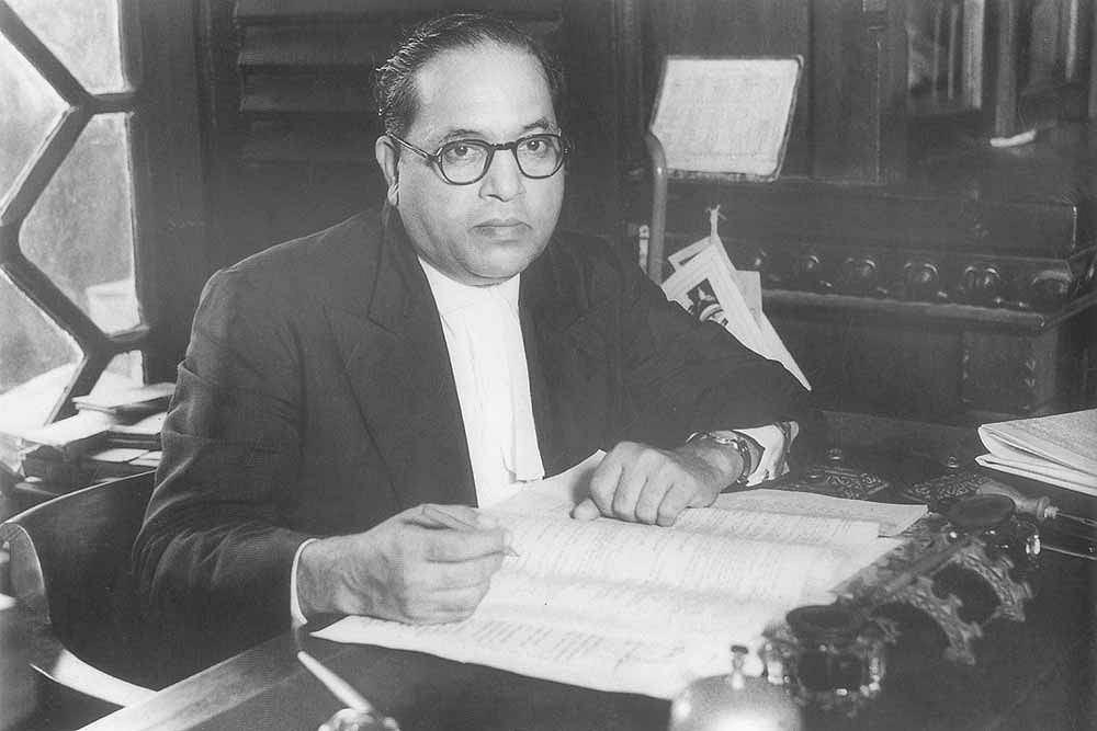 Bhimrao Ramji Ambedkar około 1950 roku. Jako prawnik i konstytucjonalista reprezentował najniższe indyjskie kasty społeczne