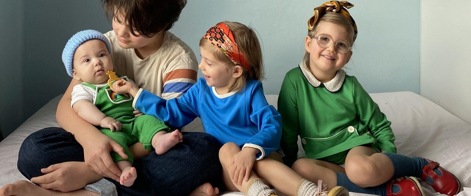 Kolorowe, stylowe, niepowtarzalne - dzieci Joasi wyglądają inaczej niż te ubierane w sieciówkach. (Fot. Joanna Miczulska)