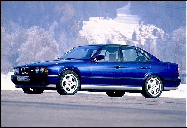M5 produkowane w latach 1989 - 1995 w wersji sedan został wyprodukowany w ilości 12,254 egzemplarzy