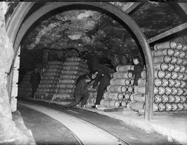 Bomby w jednym z tuneli składu RAF Fauld