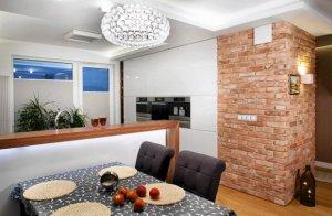 Ściana dekoracyjna z cegły