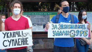 W środę (12 sierpnia) Przed Konsulatem Generalnym Białorusi zebrali się Białorusini - ci z Podlasia, i ci którzy na Białostocczyźnie mieszkają oraz pracują - oraz popierający upominających się o swoje prawa Białorusinów białostoczanie. W sumie około 200 osób.