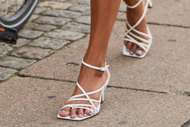jasne sandały