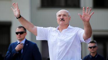 Aleksander Łukaszenka - ostatni dyktator epoki analogowej - zapewnia, obiecuje i uspokaja, podczas pierwszego publicznego wystąpienia po sfałszowanych wyborach prezydenckich. Mińsk, Białoruś, 16 sierpnia 2020