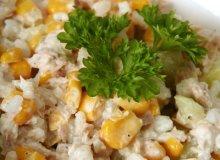 Chrupiąca sałatka majonezowa z ryżem, tuńczykiem, ogórkiem i kukurydzą - ugotuj