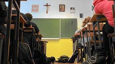 Niezamierzony efekt podwójnego rocznika: w warszawskich liceach jest mniej lekcji religii
