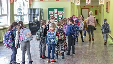 Kalendarz roku szkolnego 2021/2022. Organizacja przed powrotem do szkół i czwartą falą pandemii