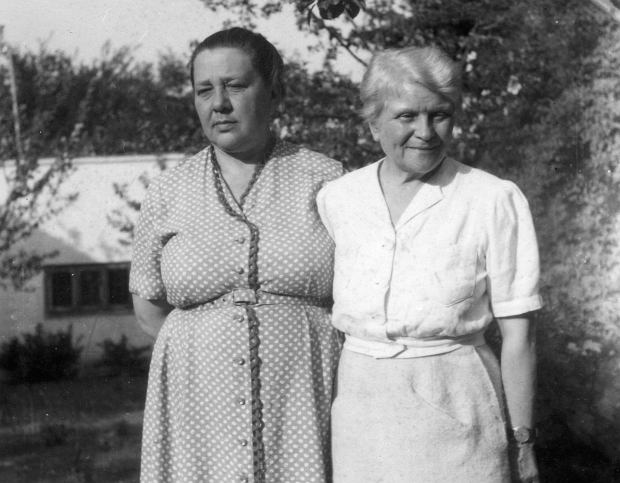 Kowalska i Dąbrowska w 1960 roku w Komorowie (fot. Cezary Gawryś / Fotonova)