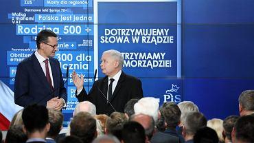 Premier Mateusz Morawiecki i prezes Prawa i Sprawiedliwości Jarosław Kaczyński podczas wieczoru wyborczego, 21 października 2018.