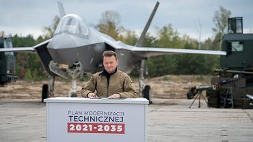 10.10.2019, minister obrony narodowej Mariusz Błaszczak przedstawił szczegóły oraz zatwierdził Plan Modernizacji Technicznej na lata 2021-2035. Na zdjęciu z tyłu makieta samolotu F-35.