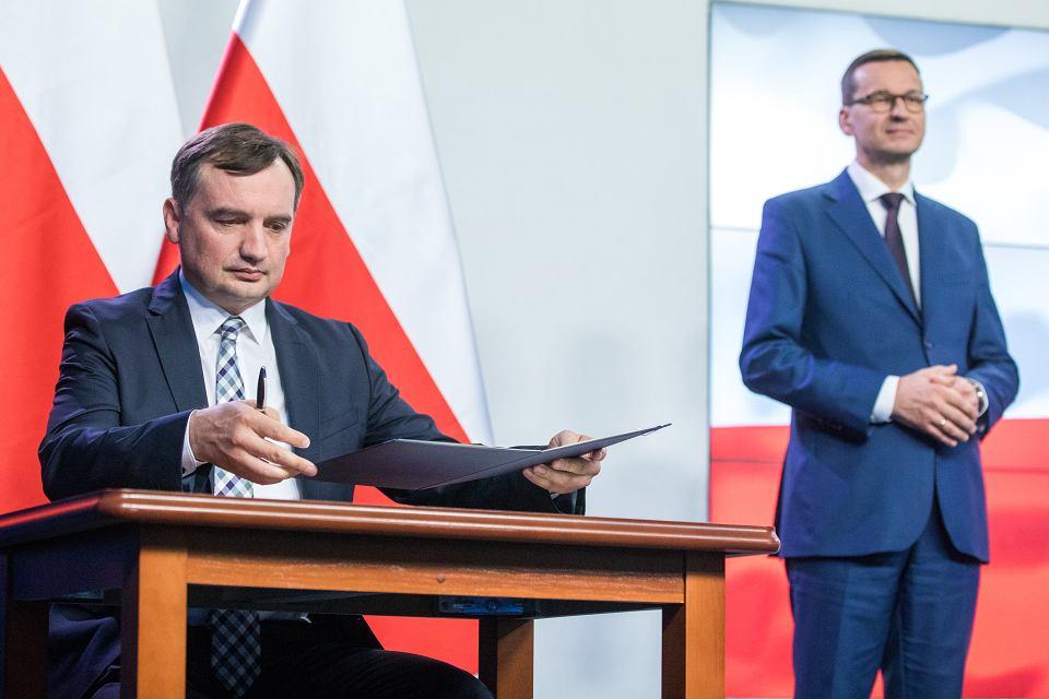 Prezes Solidarnej Polski Zbigniew Ziobro podczas podpisania umowy koalicyjnej liderów Zjednoczonej Prawicy,  Warszawa , 26 września 2020.