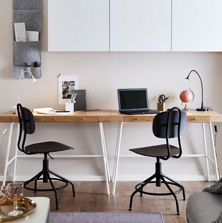 Wielofunkcyjny stół i biurko w salonie