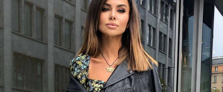 Natalia Siwiec w modnej bluzie z kapturem w panterkę