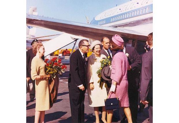Jackie w różowym kostiumie Chanel w dniu śmierci Johna Kennedy'ego