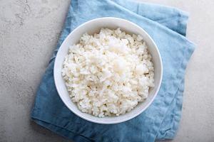 Jak ugotować ryż? Wyjaśniamy, jak przygotować idealny ryż do każdego rodzaju dania