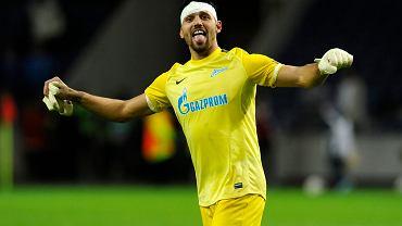 Można mieć opatrunek na głowie i ładnie się cieszyć? Można, nawet tym ładniej. Udowadnia bramkarz Jurij Łodygin po zwycięstwie jego zespołu nad FC Porto.