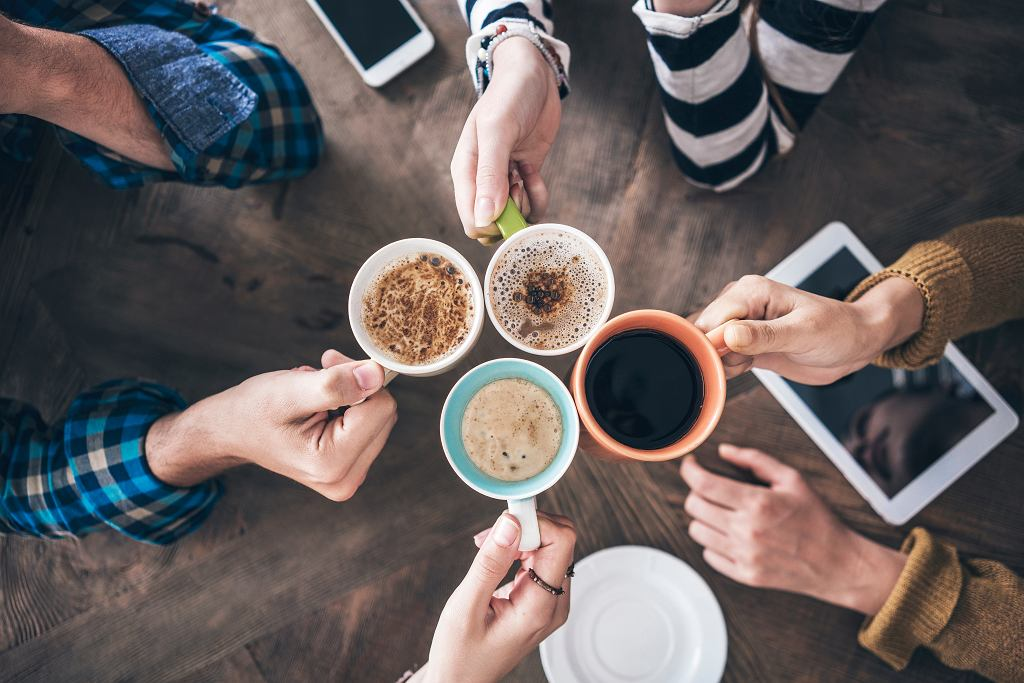 Kubki ceramiczne do kawy i herbaty.