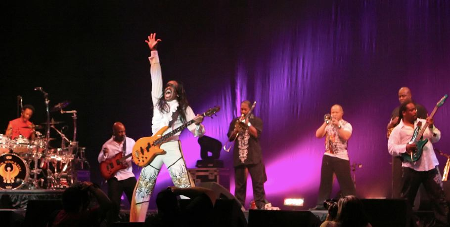 Earth, Wind & Fire performing in 2009
