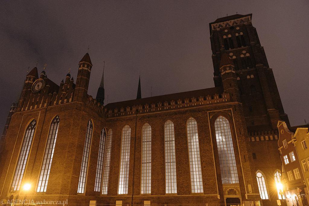 Kościół Mariacki w Gdańsku bez oświetlenia