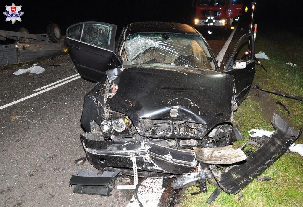 Wypadek z udziałem trzech osobówek i ciągnika rolniczego