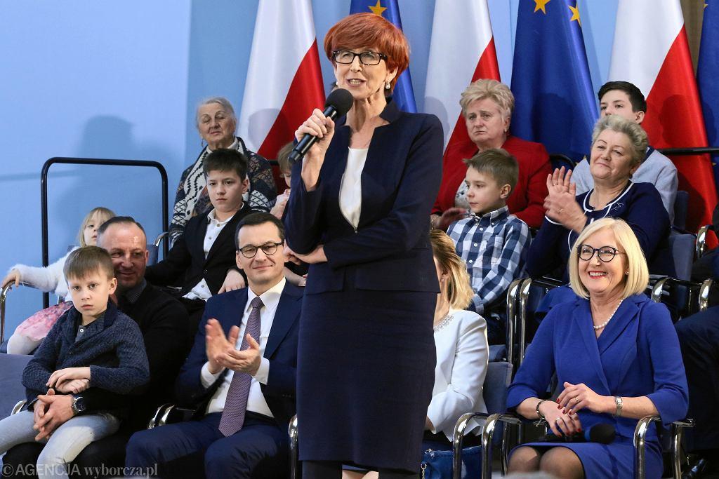 5.03.2019, Warszawa, minister rodziny i polityki społecznej Elżbieta Rafalska na konferencji prasowej poświęconej 'Piątce Kaczyńskiego'.