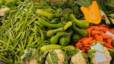 Trudno znaleźć warzywa, które nie wychodzą na zdrowie, ale jeśli jesz ich mniej, bo wybierasz droższe 'eko', to nie jest najlepsza strategia