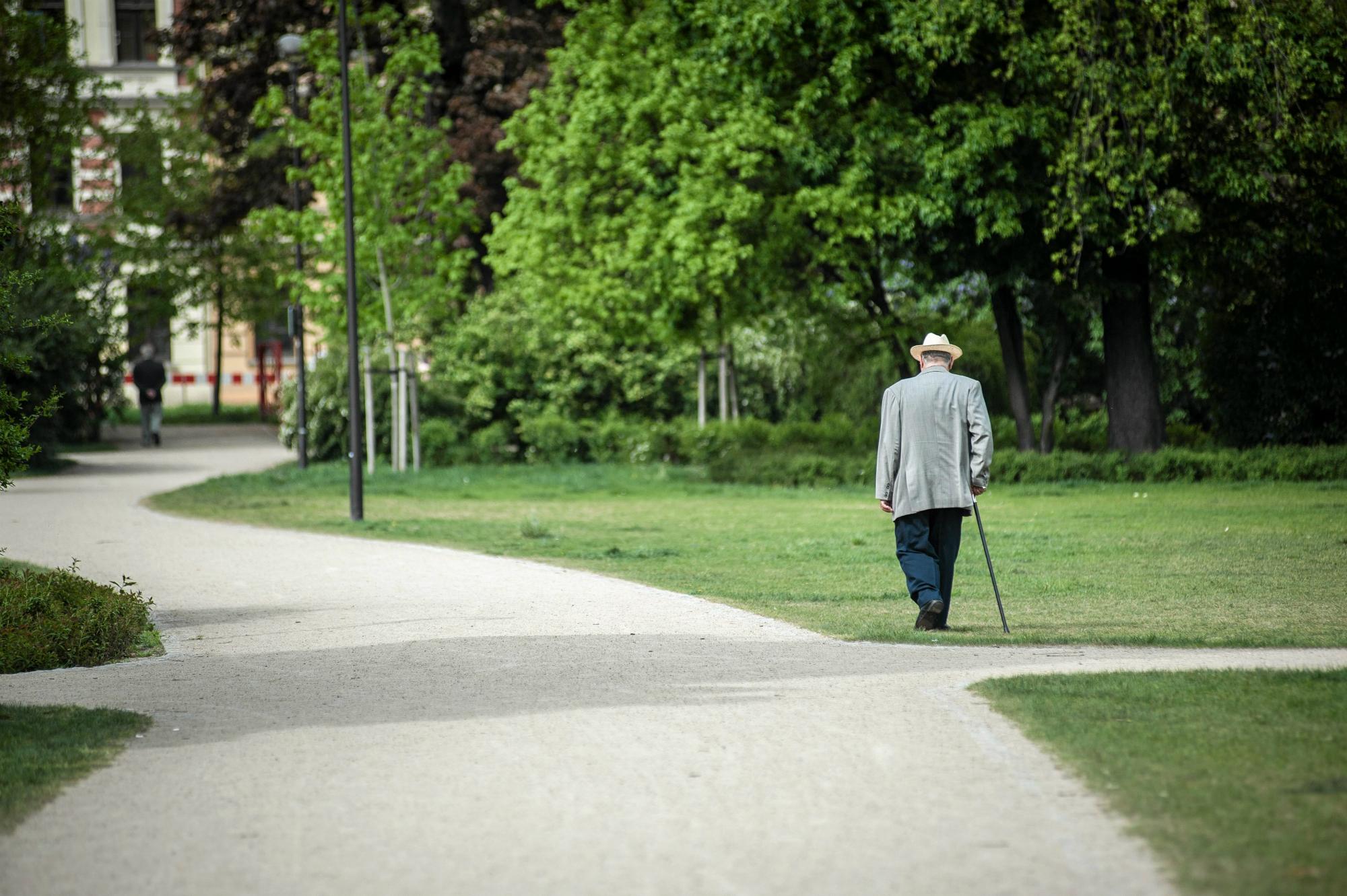 Starsze osoby bardzo potrzebują rozmowy, bo w ich wieku nie mają już za bardzo z kim podzielić się tym, co czują, myślą (fot: Kornelia Głowacka-Wolf/ Agencja Gazeta)