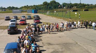 Kolejka do kas po bilety na mecz Pogoń - Legia