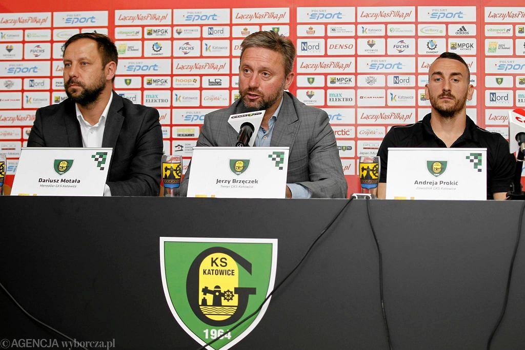 Od lewej: Dariusz Motała, Jerzy Brzeczek, Andreja Prokić