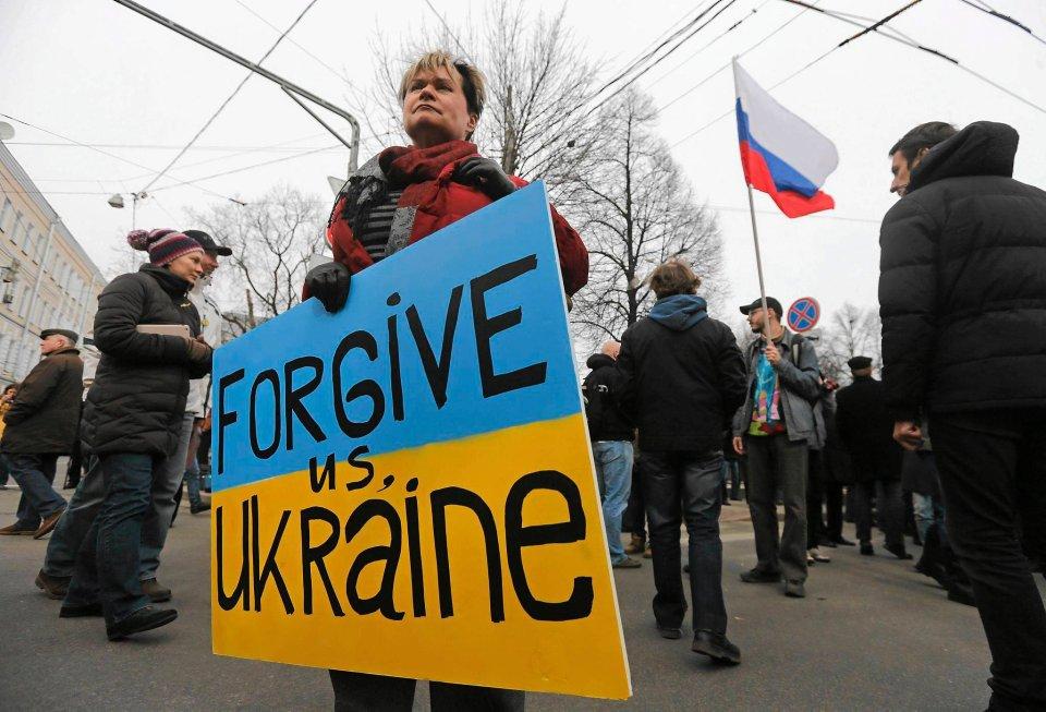 Okazało się, że bardzo wielu ludzi w Moskwie nie dało się omamić hałaśliwej i wściekłej propagandzie wojennej i mimo nienajlepszej pogody zebrało się w centrum miasta.
