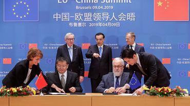 Do przyszłego roku UE i Chiny wynegocjują umowę o zasadach wzajemnych inwestycji i wspólnie zajmą się reformą Światowej Organizacji Handlu (WTO) - ustalono na szczycie UE-Chiny, Bruksela 9.04.2019.