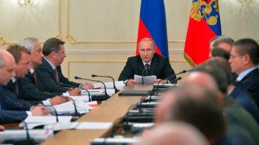 Putin podczas posiedzenia jednej z komisji rządowych